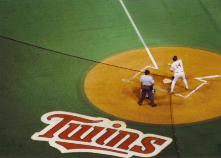 Twins great Kent Hrbek at the plate